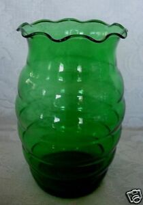 Beautiful-amp-Unusual-Vintage-Green-Blown-Glass-Ruffle-Vase