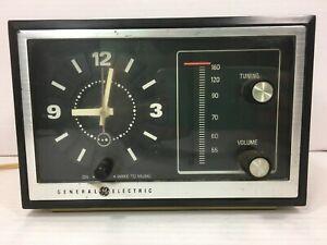 Vintage-General-Electric-Alarm-Clock-AM-Radio-Beige-Model-7-4725-A-Tested