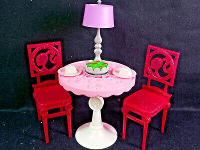 Barbie Fashion Tisch mit Stühlen, Lampe, Lebensmittel | eBay