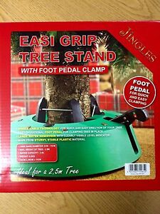 Easi Grip Christmas Tree Stand With Large Water Reservoir & Foot Pedal