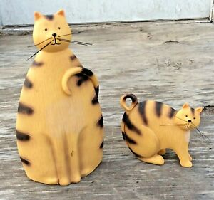 Vintage-Cats-2-Molded-Hard-Plastic-Cats-Yellow-W-Brown-Stripes-9-1-2-034-amp-4-034-Tall