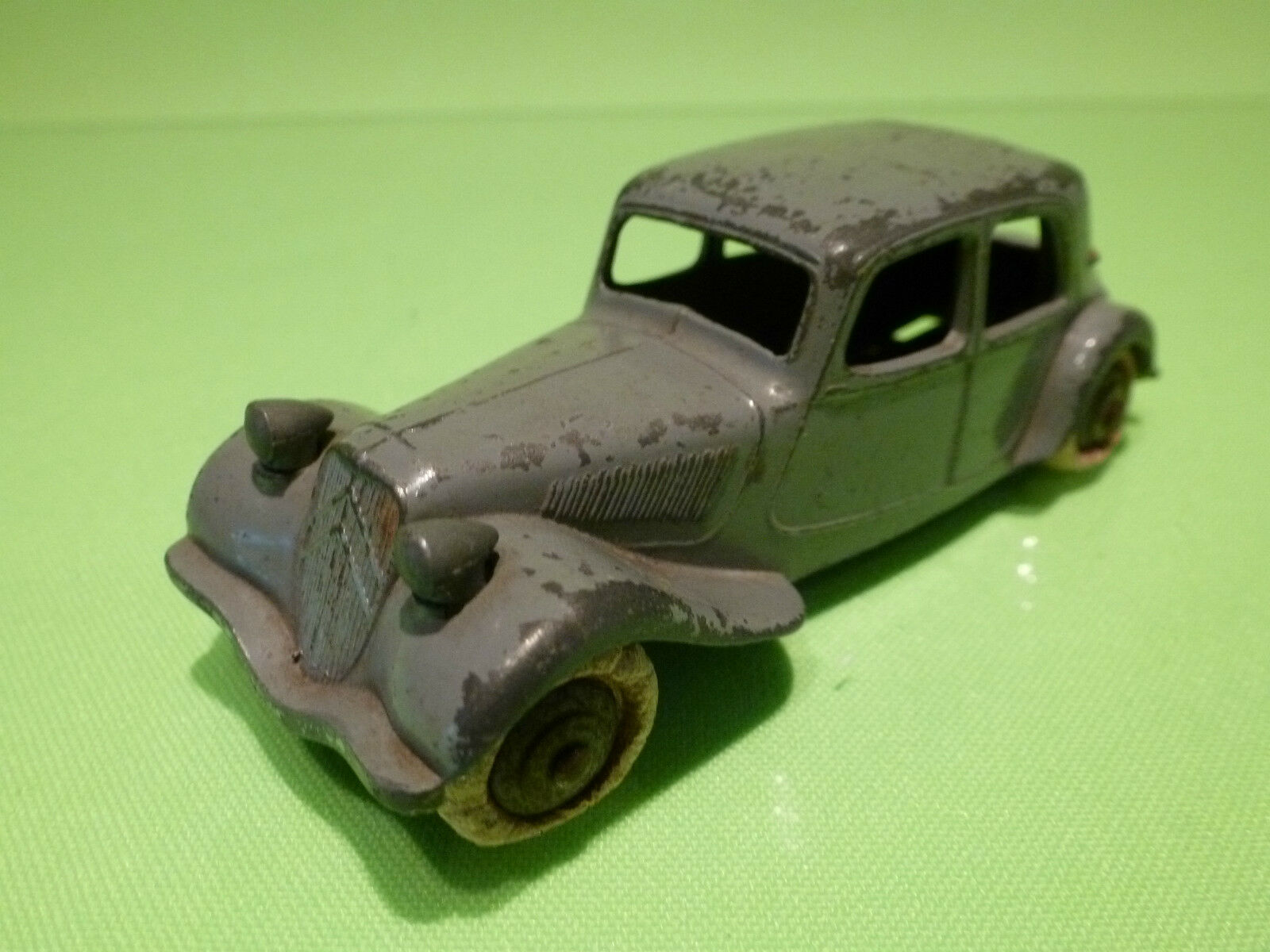 DINKY TOYS 24N CITROEN 11BL - TRACTION gris 1 43 - RARE SELTEN  - GOOD CONDITION