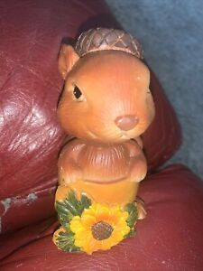 SQUIRREL in ACORN HAT BOBBLE HEAD/NODDERnRESIN FIGURINE SUNFLOWER