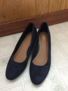 5bf909cdffbf Clarks Artisan Womens New without Box Navy Suede Wedge Vendra Bloom ...