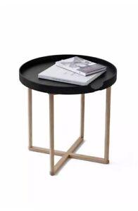 Wireworks-Damien-Round-Table-Chene-Noir-Jambes-scandinave-design-moderne
