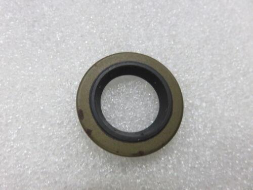 W41 OMC Evinrude Johnson 321831 Seal Upper