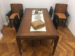 """Dettagli su tavolo con sedie collezione """"Medina"""" di Roche Bobois,design  Massimo Iosa-Ghini"""