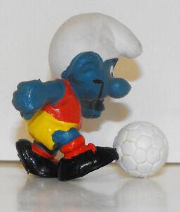 20035-Soccer-Smurf-2-inch-Plastic-Figurine-Vintage-Figure-1978-Peyo-Football