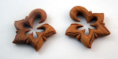 Pair Handmade Organic Carved Sawo Wood Hawaiian Star Flower Ear Gauge Plug 6G+