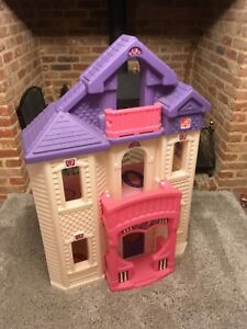Step-2-Little-tikes-Large-Dolls-House-Ideal-Size-For-Disney-Store-Classic-Dolls