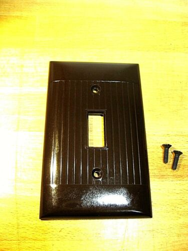 Case of 25 NOS Vtg Brown Sierra Single Switch Wall Plate Cover Ribbed Bakelite