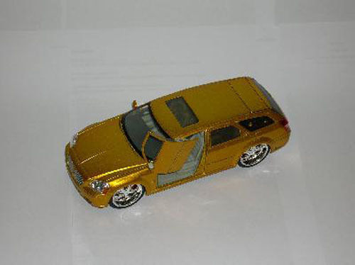 DODGE MAGNUM RT 2003 Customisée - DIE CAST REVELL 1 24 n° S2578