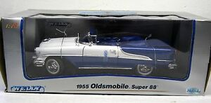 Welly- 1955 Oldsmobile Super 88 ~ 1:18 ~ Die-cast (some lines in white paint)