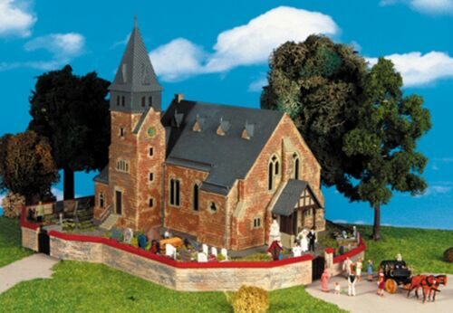 SH Kibri 39766 iglesia de la Westerwald con muro