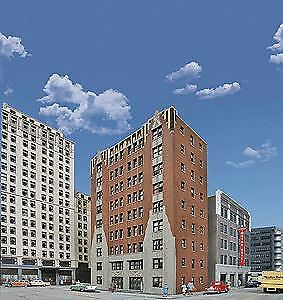 WALTHERS-CORNERSTONE-HO-SCALE-1-87-CITY-APARTMENT-BUILDING-BN-933-3770
