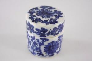 VINTAGE-CHINESE-BLUE-WHITE-PATTERNED-ROUNDED-LIDDED-CERAMIC-BOX