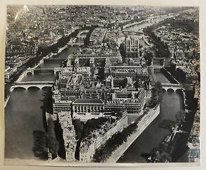 photographie-aerienne-argentique-Paris-Ile-de-la-Cite-circa-1960