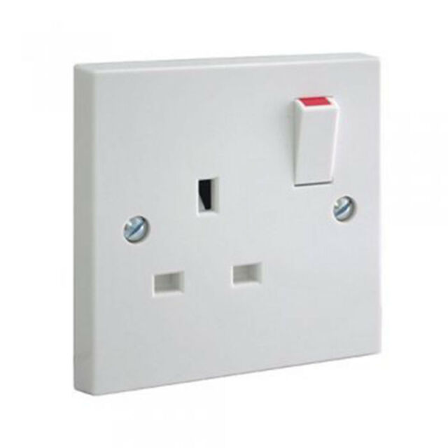 PIFCO White Single 1 Gang Plug Electric Wall Socket Switched Square Edge 13 Amp