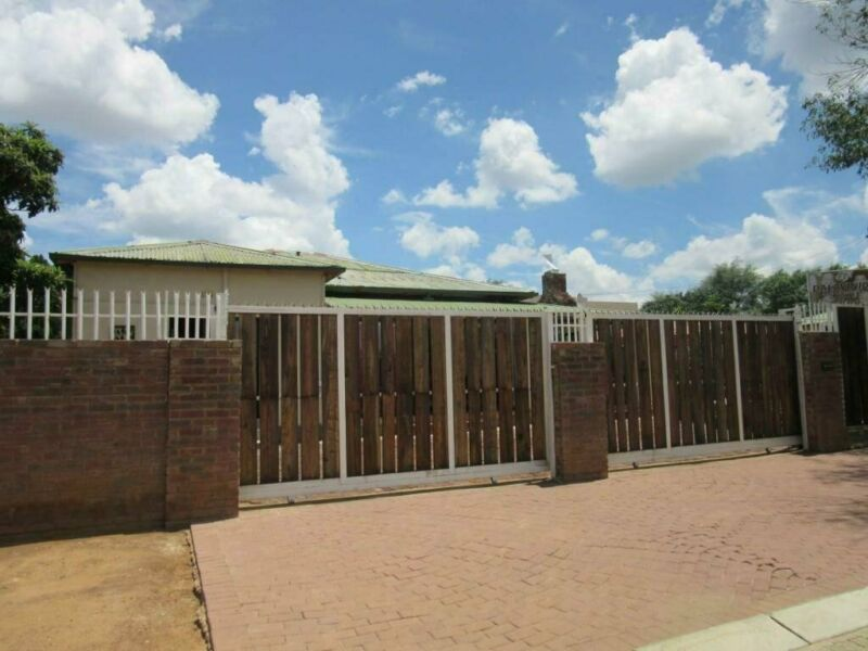 Guest House for sale in Vryburg