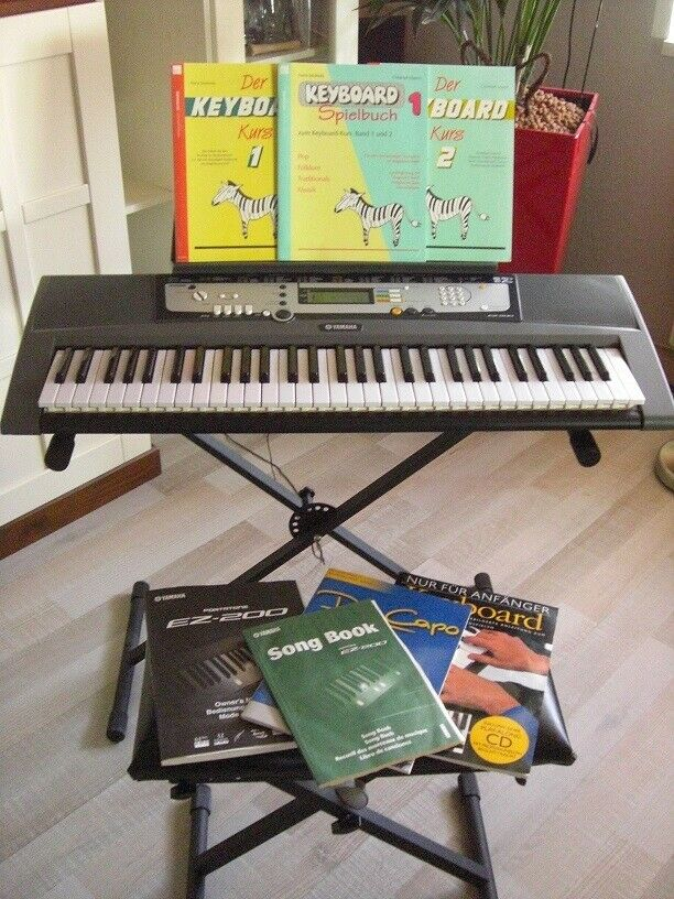 YAMAHA EZ 200 Keyboard mit Ständer,Hocker Bedienungsanleitung und Kursbuch1+2...