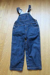 Baby-Kinder-Latzhose-Jeans-von-Petit-Bateau-Groesse-86-24-Monate