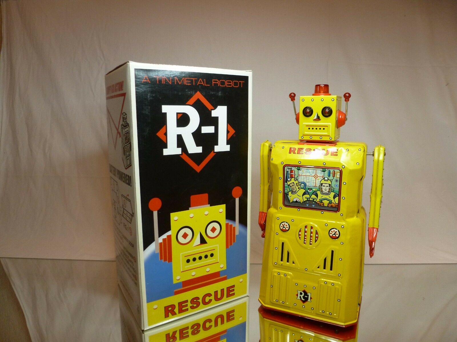 TIN TOY - ROBOT RESCUE R1 - battery operated - Amarillo H33.0cm RARE-  GOOD IN BOX