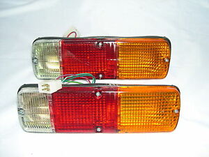 TOYOTA-HILUX-PAIR-OF-TAIL-LIGHTS-FOR-DROPSIDE-TRAYS-SQUARE-4-PIN-PLUG-TYPE