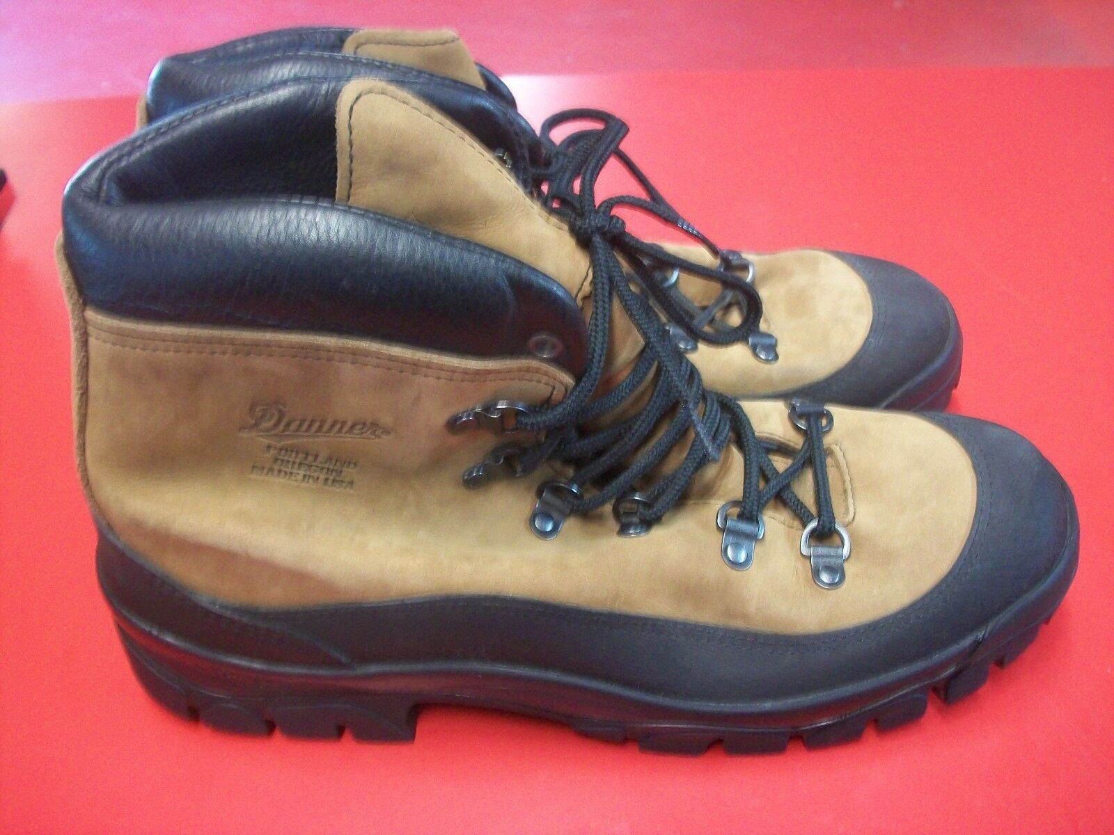 Danner Mountain Combat Hiker Boots SOF Issued Model 43513X Size 6 Reg