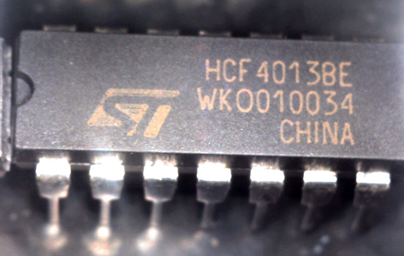 Hcf4013be Integrated Circuit Case Dip14 Make Stmicroelectronics Ebay Lm358 Dip8 Norton Secured Powered By Verisign