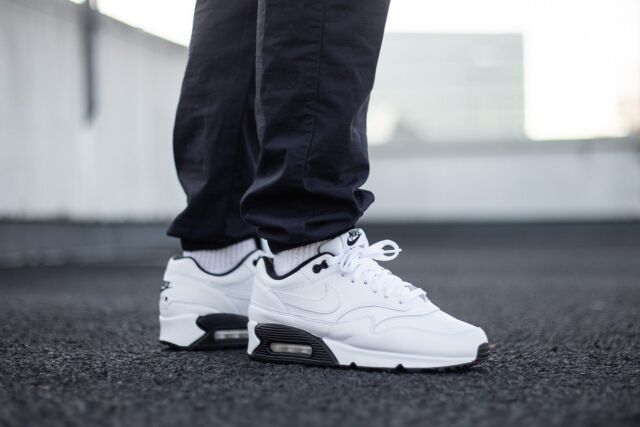 Los Angeles 9ee54 0646a New NIKE AIR Max 90/1, White-Black LEATHER Trainers (AJ7695-106), All Sizes