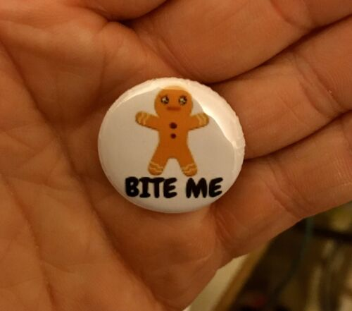25mm Pin Badge Gingerbread Man Bite Me Slogan Cute Xmas Lapel Fashion Accessory
