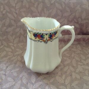 Vintage-T-F-amp-S-Ltd-Phoenix-China-Milk-Jug