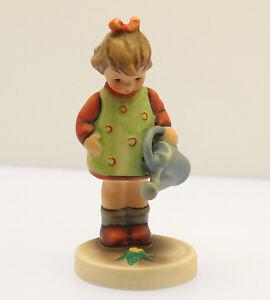 Goebel-Hummel-Figur-Hum-74-Die-kleine-Gaertnerin-Little-Gardener-Porzellan-TOP