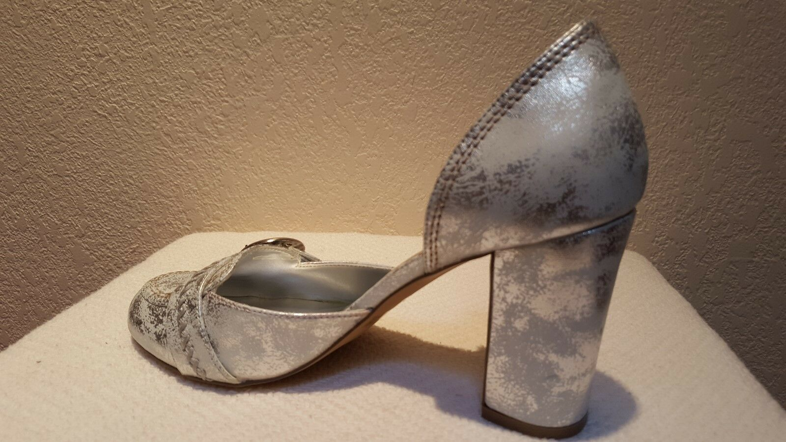 Gorgeous White with Silver Look Leather Look Silver Pumps a40f34
