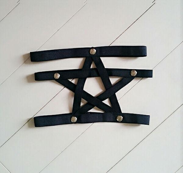 Ein Pentagram Stern Strumpfband + Nieten Strumpfhalter Strapshalter Strumpfband