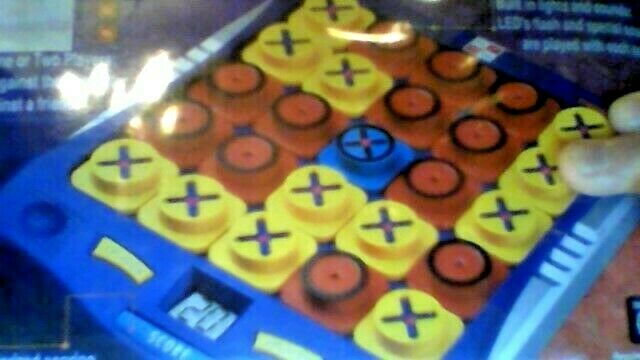 ELECTRONIC  TOTAL TIC TAC - ULTIMATE GAME OF FUN - STATERGY GAME OF X's & O's