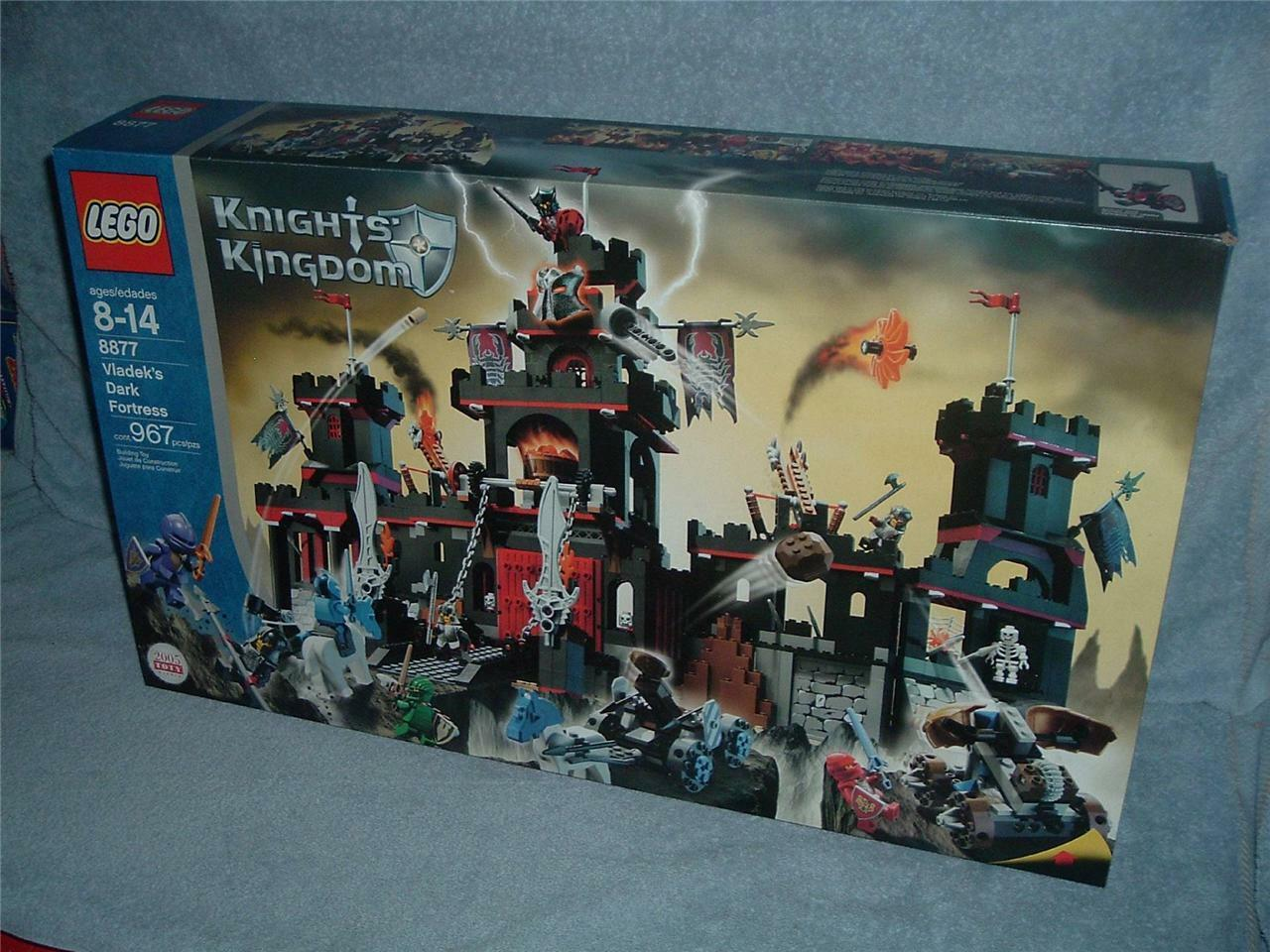 VLADEKS DARK FORTRESS Knights Kingdom 8877 LEGO 2005 Nuovo Sealed Rascus Santis