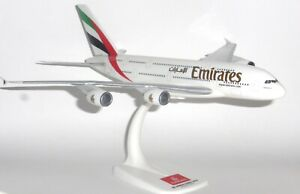 EMIRATES Airbus A380 Plastic Aircraft Model 1:250 Scale Premier Planes NEW