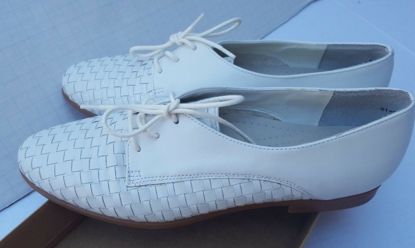 Trotters Damenschuhe Lila Lace Up Basket Weave Woven WEISS Schuhes Cushioned Arch 9.5