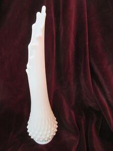 Vintage-Fenton-Art-Glass-Vase-Stretched-Milk-Glass-Hobnail-14-1-2-034