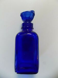Vintage-WYETH-Cobalt-Blue-Square-Glass-Eye-Wash-Bottle-With-Eye-Cup-5-3-4-Inches