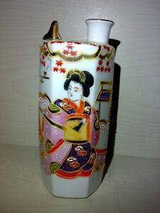 Vase-aus-Porzellan-Japan-H-15-cm-Geishas-Geisha-Pagode-Glanzgold-Japanese
