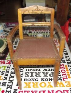 Ancien-Fauteuil-Chaise-style-Art-Deco-enfant-Poupee-pyrogravure-Bateau-France