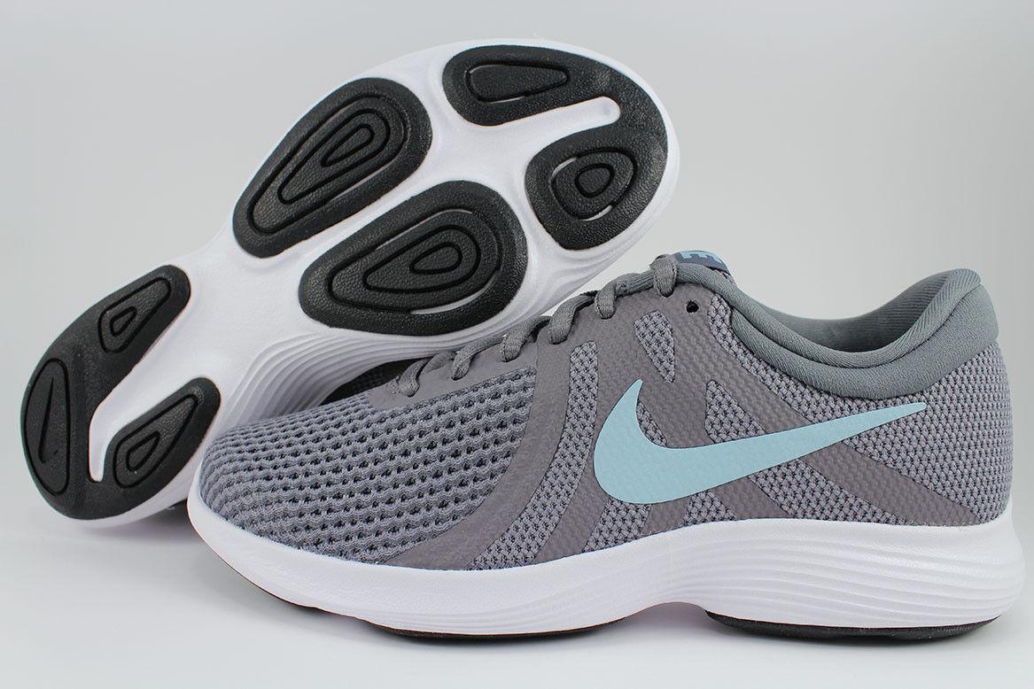 Nike Rivoluzione 4 Ampio D Gunsmoke Grigio Grigio Gunsmoke / Blu Oceano Bliss A Noi Donne. 6b74c2