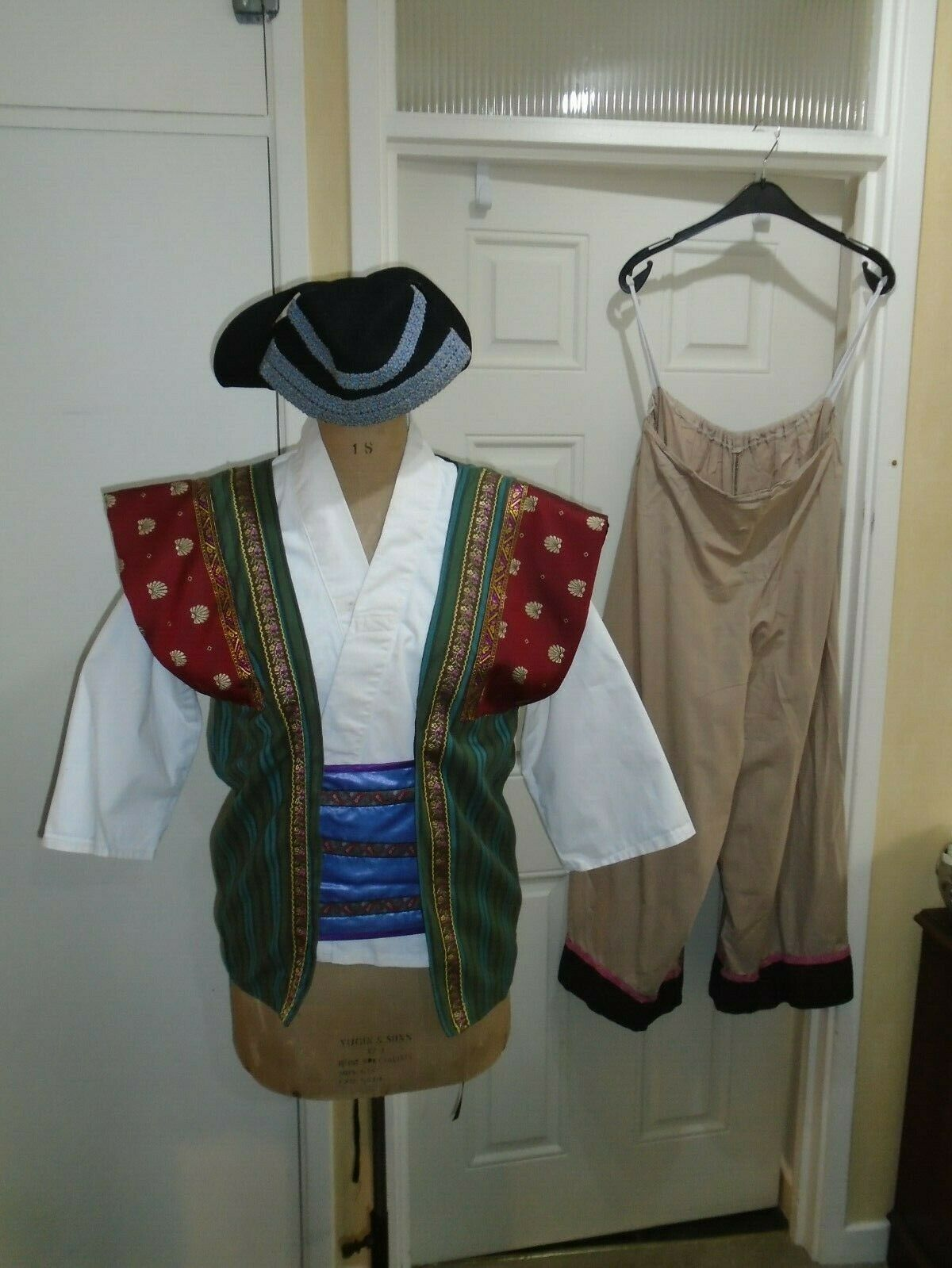 Mikado Mens costume L Size up to 48 inch chest with hat theatre show Green