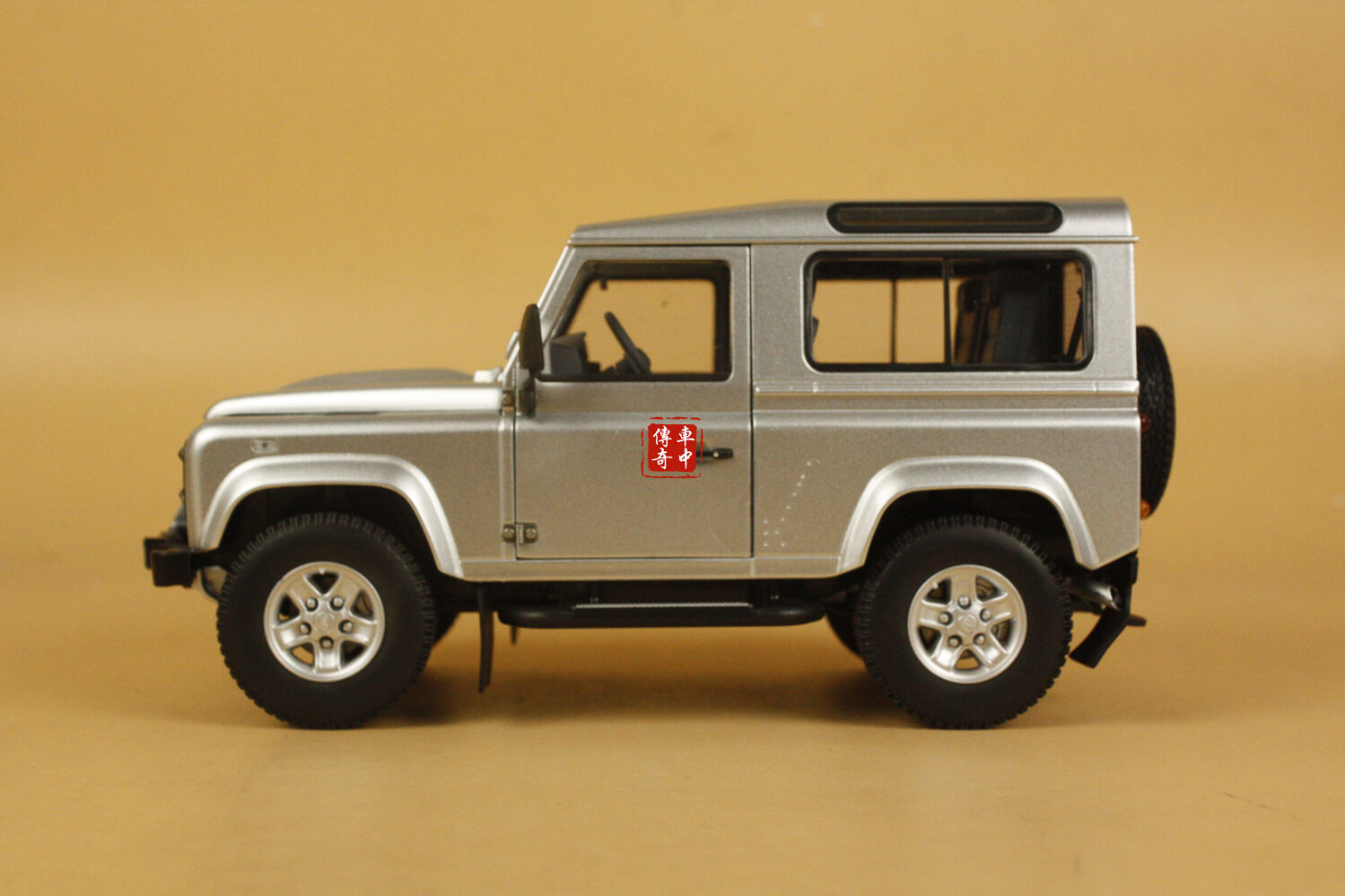 1 18 Kyosho Land Rover Defender 90 indus argento No. 08901is Die Cast Modelo + Regalo
