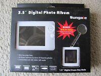 Sungale 3.5 Digital Photo Album Bonus Digital Frame Key Chain W/carrying Case