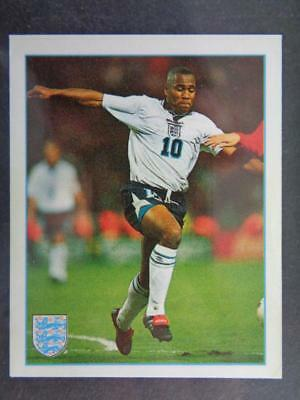 Merlin Premier League 97-Les Ferdinand póster de equipo de Inglaterra #K
