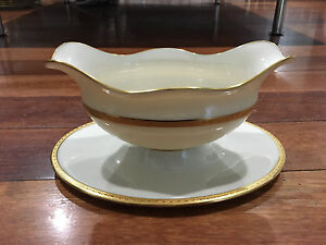 Lenox-Porcelain-S8-White-amp-Gold-Encrusted-Gravy-Boat-w-Attached-Underplate