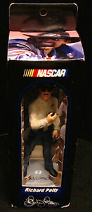 NASCAR-RICHARD-PETTY-CHARACTER-COLLECTIBLES-5-034-FIGURE-ON-STAND-SIGNATURE-SERIES
